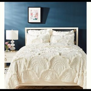 Anthropologie Rivulet King size quilt in Cream